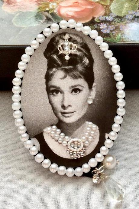 Brooch vintage Audrey Hepburn pin hair clip clasp rockabilly shabby chic pin-up crown jewelry 50s 60s necklace black white rhinestones