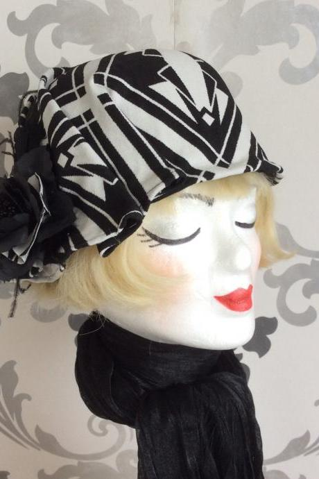 Elegant bell cap cloche 20's vintage art deco black white ascot cap hat headpiece headpiece flapper charleston gatsby felt derby, 50s 60s